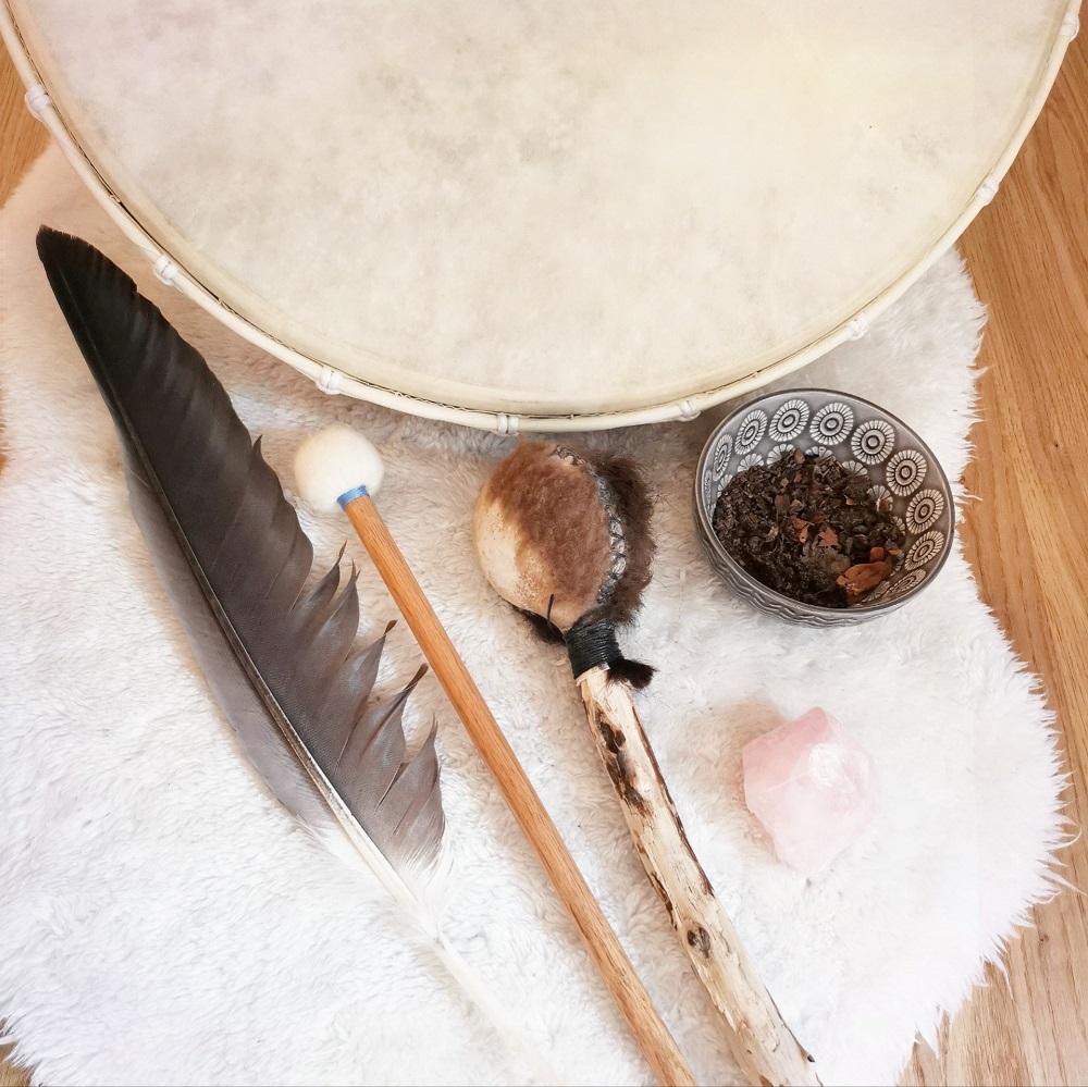 Feder, schamanische Trommel & Zubehör zum Erlernen des schaminischen Reisens
